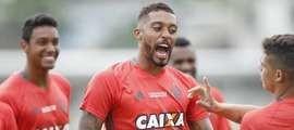 Após ser dispensado, César Martins é chamado às pressas no Fla