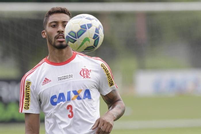 Zagueiro César Martins