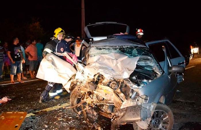 Veículo ficou destruído após o acidente