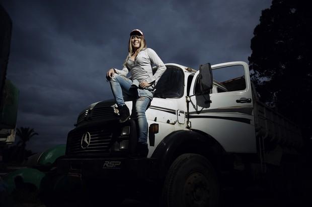 Mulhwer Abacaxi é dona de frota de caminhões  (Crédito: Ego)