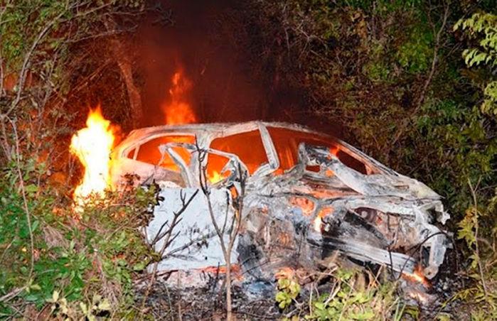 Veículo Onix pegou fogo após o forte impacto