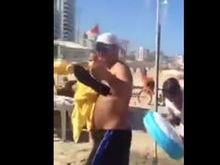 Aécio Neves é hostilizado e chamado de golpista na praia do Leblon