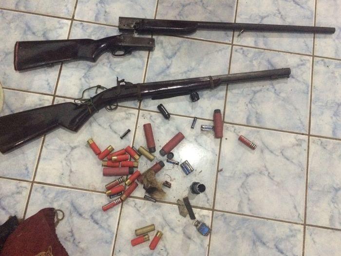 Armas apreendidas com os três acusados