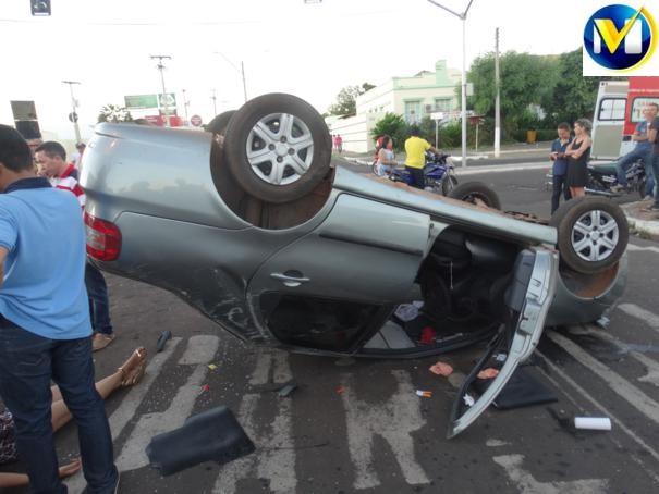 Menor capota veículo e deixa duas pessoas feridas em Oeiras (Crédito: Reprodução)