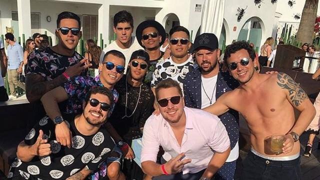 Neymar e amigos (Crédito: Reprodução)