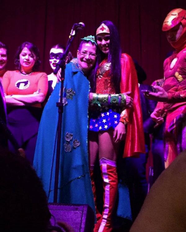 Ex-BBB Munik vira Mulher Maravilha em aniversário de Ronan (Crédito: Reprodução)
