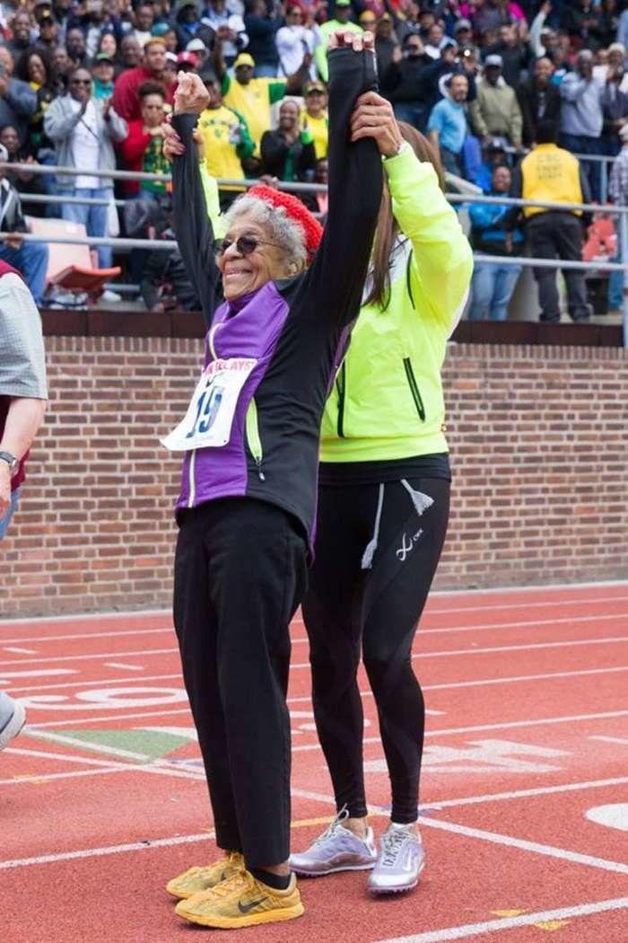 Atleta de 100 anos bate recorde no atletismo