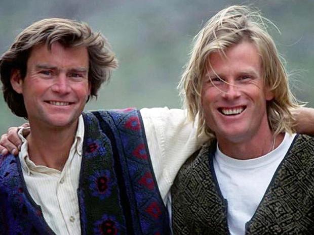 Imagem sem data mostra os alpinistas americanos Alex Lowe e Conrad Anker (Crédito: Chris Noble)
