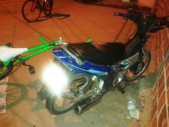 Moto e bicicleta envolvida no acidente na cidade de Luis Correia