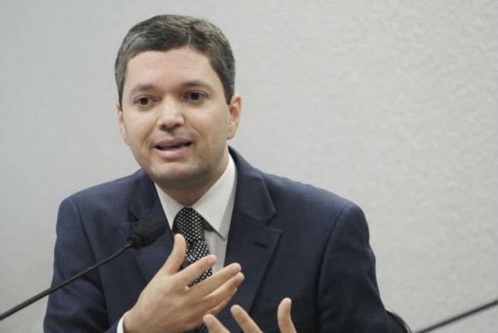 Fabiano Silveira entrega carta pedindo demissão do Governo Temer