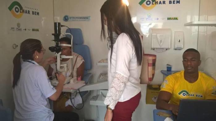 Secretária acompanhando pacientes  (Crédito: juazeiroalerta.com)