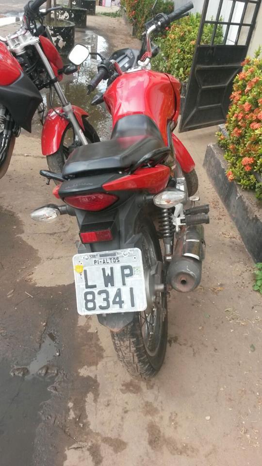 Motocicleta usada em assaltos (Crédito: Plantão Policial PI)