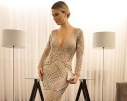 Fernanda Keulla usa vestido e joias avaliados em R$ 300 mil