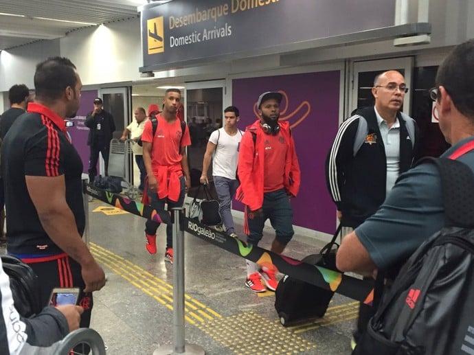 Após derrota, Flamengo desembarca no Rio com segurança reforçada (Crédito: Reprodução)