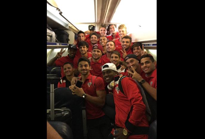 Jogadores do Tricolor postam foto na rede social