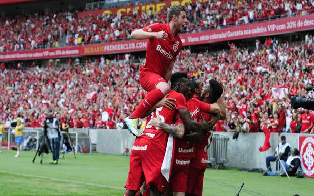 Jogadores do Inter comemoram o título (Crédito: Globoesporte.com)