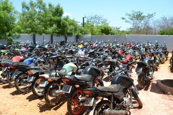 Dentre os lotes, estão 236 motocicletas em condições de circulação e cinco sucatas. (Crédito: Reprodução)