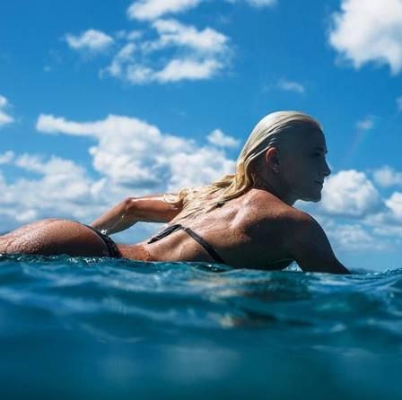 Surfista Tatiana Weston-Webb (Crédito: Reprodução)