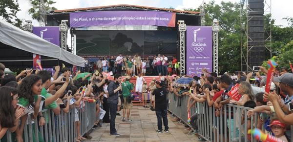 Uma grande estrutura foi montada pelo município na Praça da Bandeira, com atrações culturais (Crédito: Piripirireporter)