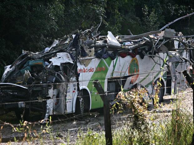 Ônibus capotou na rodovia Mogi-Bertioga p (Crédito: Divulgação)