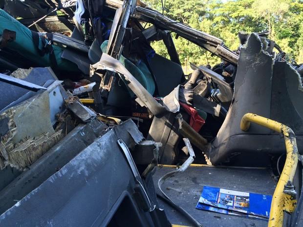 Peças do veículo são analisadas por peritos (Crédito:  Solange Freitas/G1)