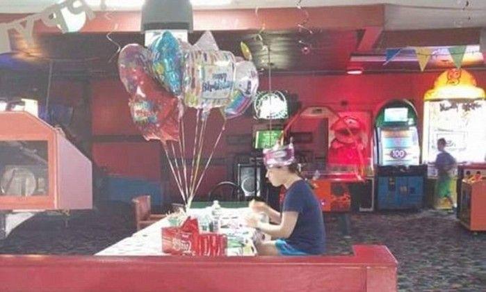 Amigos de jovem autista não foram a sua festa de aniversário