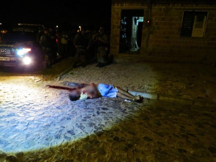 Vítima foi atingido com três tiros (Crédito: Reprodução)