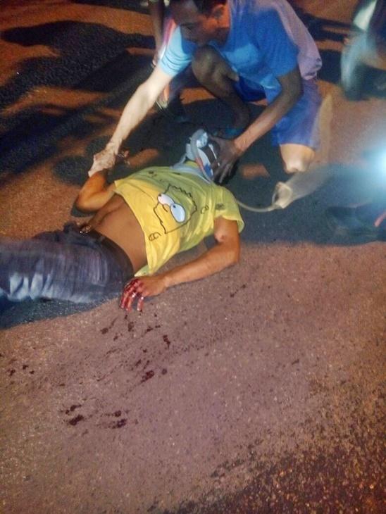 Garupa da motocicleta foi levado em estado grave (Crédito: Reprodução)