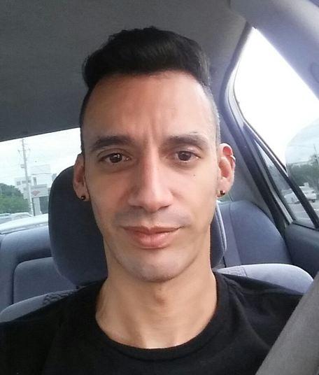 Eric Ivan Ortiz-Rivera tinha 36 anos e era de Dorado, em Porto Rico. Ele mudou para a Flórida para trabalhar na sua carreira e conseguir uma vida melhor. Ele era formado em comunicação e trabalhava com gestão de mercadorias