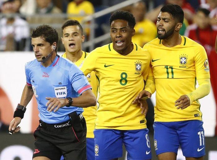 Jogadores brasileiros se revoltam com gol (Crédito: Reprodução)