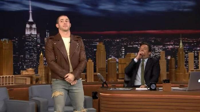 Nick Jonas no programa de Jimmy Fallon (Crédito: Reprodução)