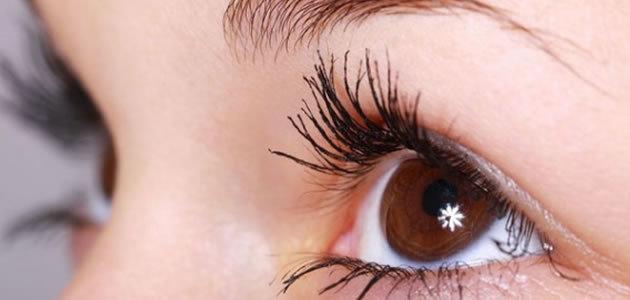 Seu olho treme? Entenda o significado e o que você deve fazer