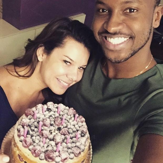 Thiaguenho faz declaração para Fernanda Souza pelo seu aniversário