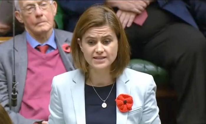 eputada britânica Jo Cox discursando no Parlamento