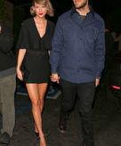 Taylor Swift teria terminado com Calvin Harris por telefone