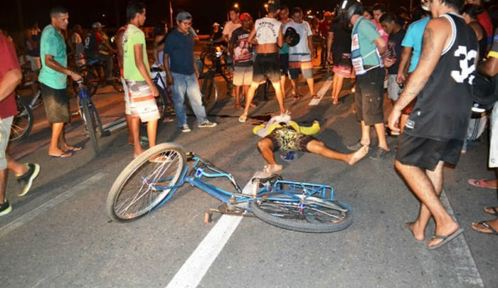 Ciclista morreu no local (Crédito: Click Parnaíba)