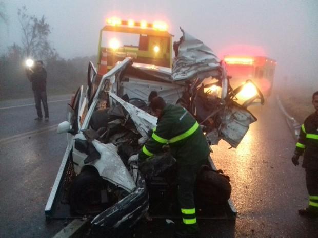 Cinco pessoas que estavam no mesmo carro morreram com a colisão