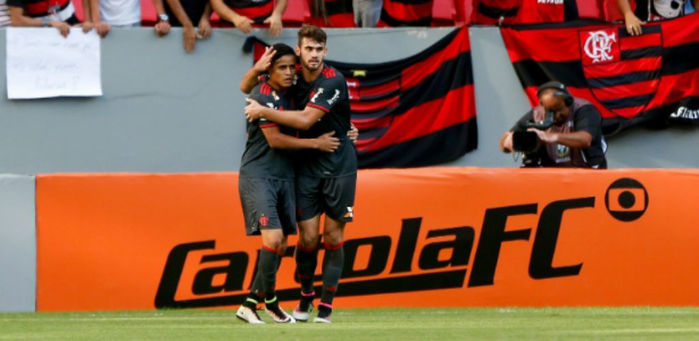 Flamento perde pênalti e fica empatado com São Paulo