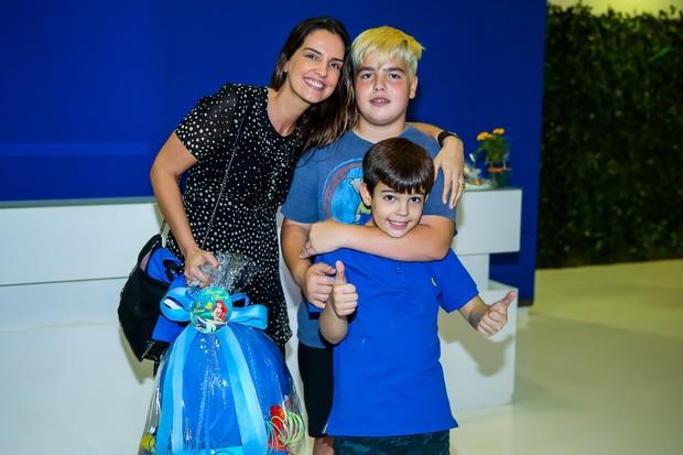FIlho de Faustão com a mãe e irmão (Crédito: Brasil News)
