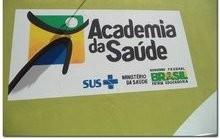 Dr. Moura e equipe inaugura Academia da Saúde
