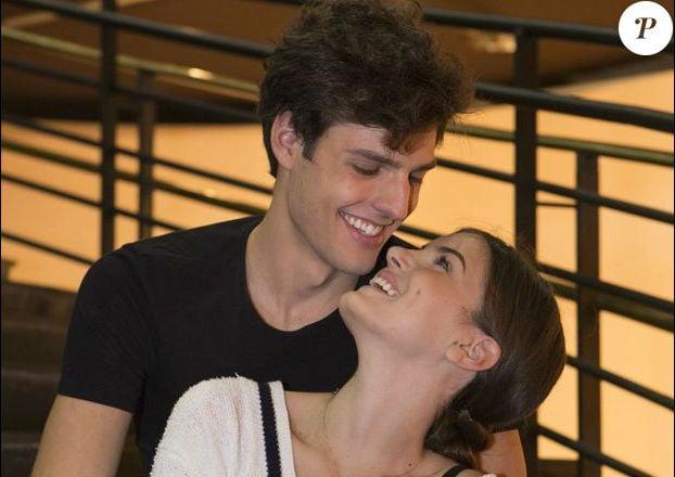 Camila Queiroz e Lucas Cattani