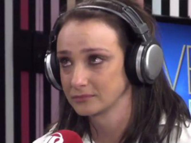 A apresentadora Sabrina Parlatore se emociona no programa 'Morning Show' (Crédito: Reprodução)