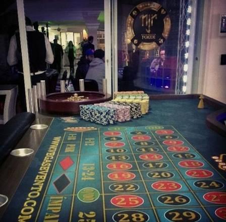 Neymar promove pôquer na sua casa (Crédito: Reprodução)
