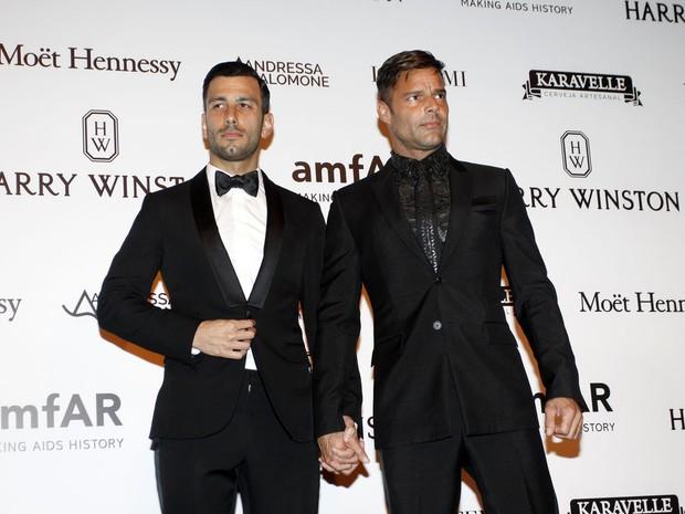 Ricky Martin e o namorado durante evento em São Paulo