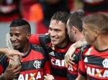 Guerrero volta ao Flamengo em clássico contra o Fluminense