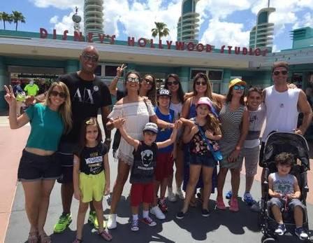 Juliana Paes banca viagem para toda a família à Disney  (Crédito: Reprodução)