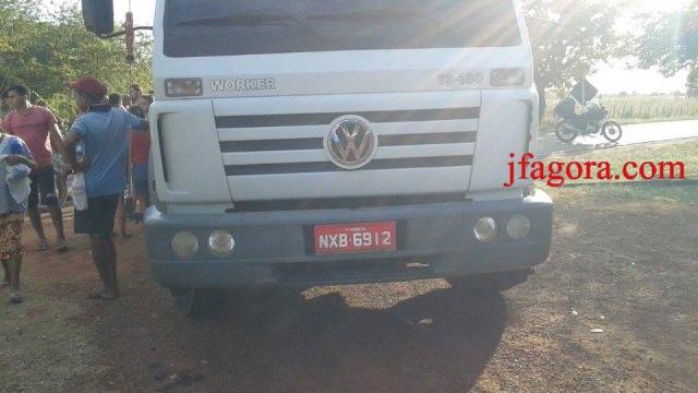 Acidente entre moto e caminhão deixa lavrador gravemente ferido (Crédito: Reprodução)