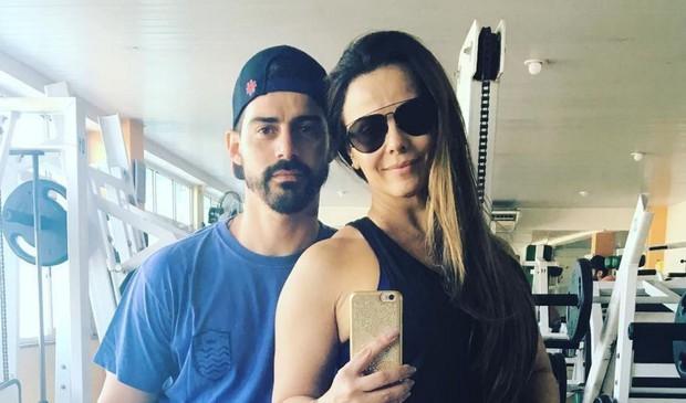 Viviane Araújo e o noivo (Crédito: Reprodução)