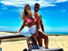 Gusttavo Lima posa agarradinho com Andressa Suita em praia