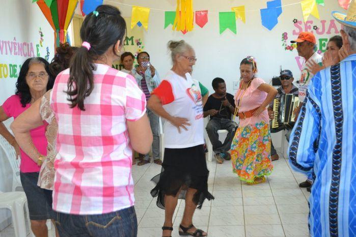 CRAS realiza festa junina para idosos do grupo Viva Idade - Imagem 49